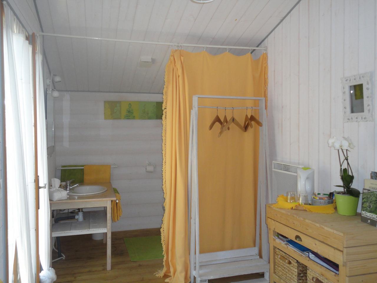 salle de bain chalet blanc vert